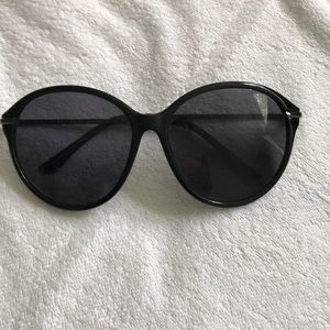 Like New Dot Dash Sunglasses Black